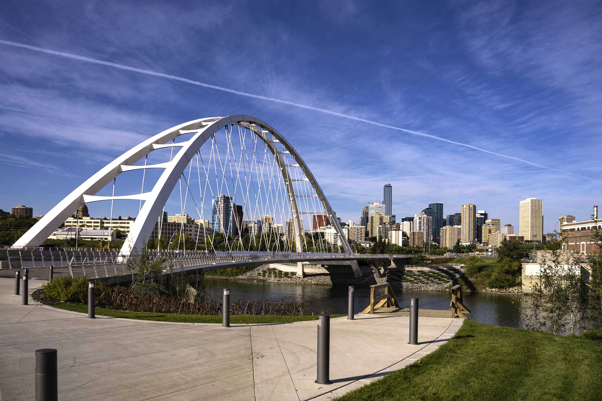 Edmonton suspension bridge and downtown during daytime.